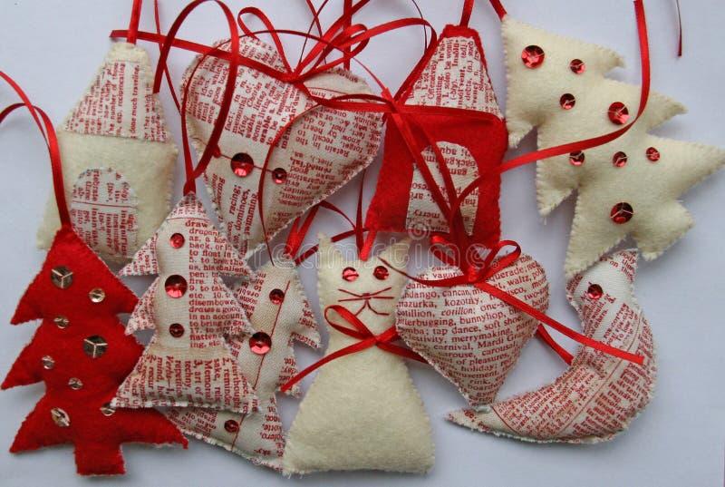 Подготовка рождественских подарков и украшений стоковые фотографии rf