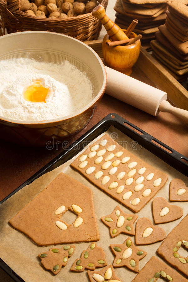 Подготовки для печений gingerbread выпечки стоковые фотографии rf