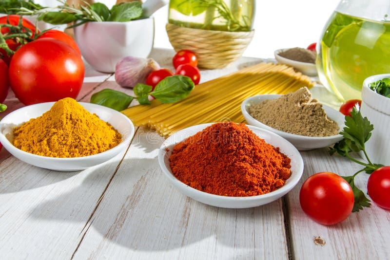 Подготовлять для итальянского обеда стоковые изображения