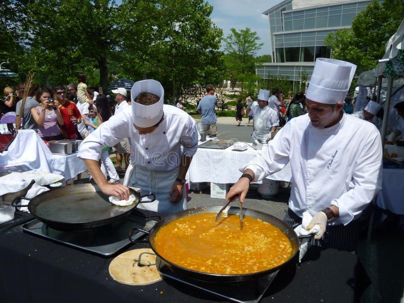 подготовлять paella стоковое изображение rf
