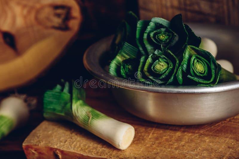 Подготовьте свежего лук-порея стоковое изображение