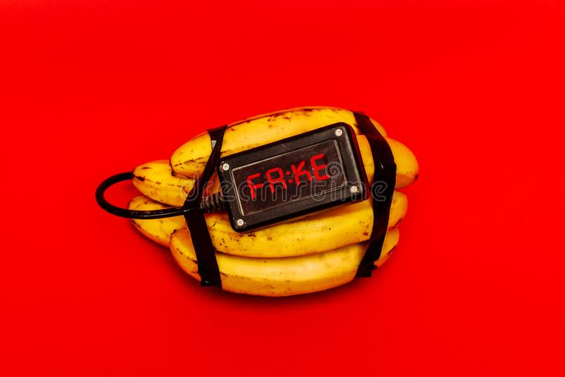 Поддельная бомба сделанная банана с таймером стоковая фотография