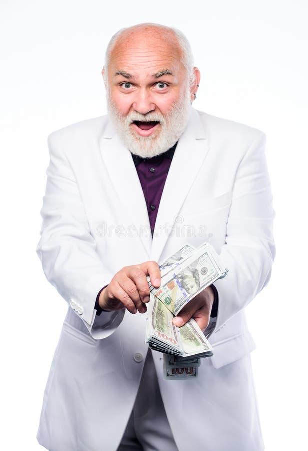 Поддельные деньги зрелый бородатый человек с банкнотами доллара E r Счастливый победитель лотереи богатый стоковые фото
