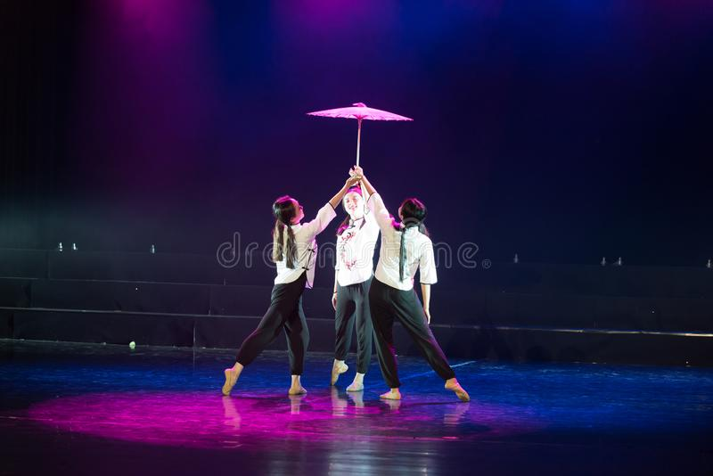 Поддерживая драма танца учител-сирени стоковое изображение