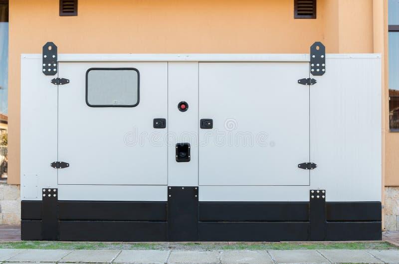 Поддержка дома генератора для непредвиденного электричества стоковое фото rf
