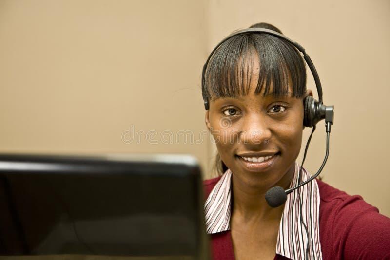 поддержка клиента афроамериканца репрезентивная стоковое фото