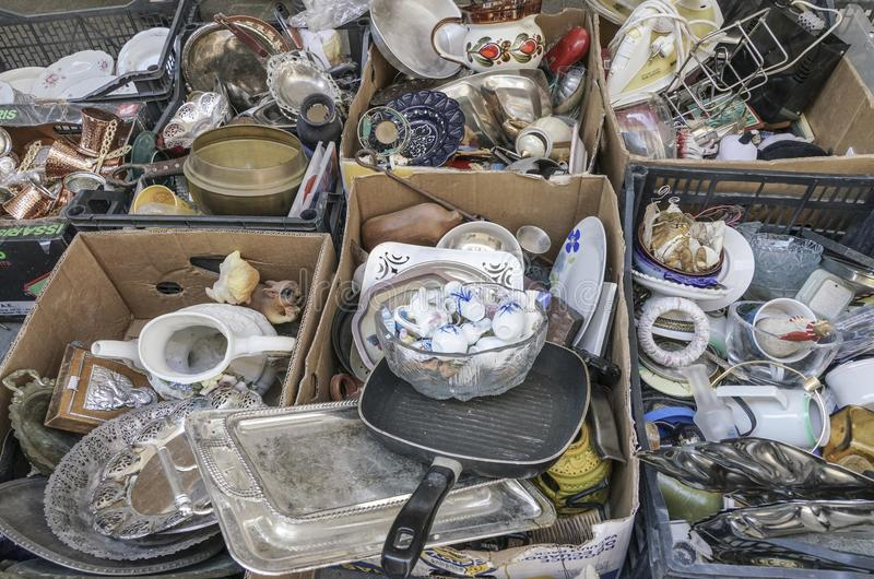 Подержанные объекты для продажи на блошинном в Афинах, Греции стоковое изображение rf