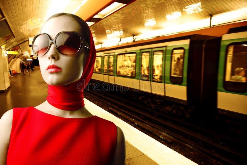 подземная женщина стоковые изображения rf