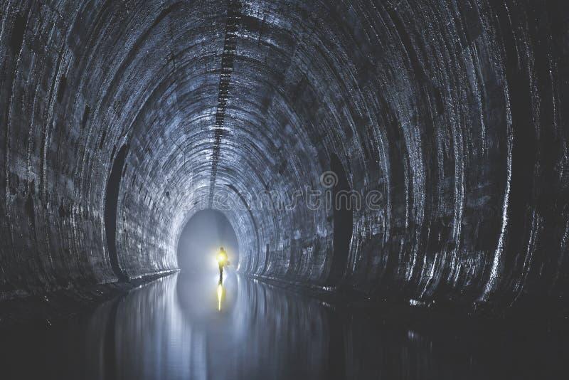 Download Подземная система под городом Редакционное Фото - изображение: 104192661