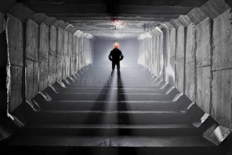Download Подземная система под городом Редакционное Стоковое Изображение - изображение: 104192664