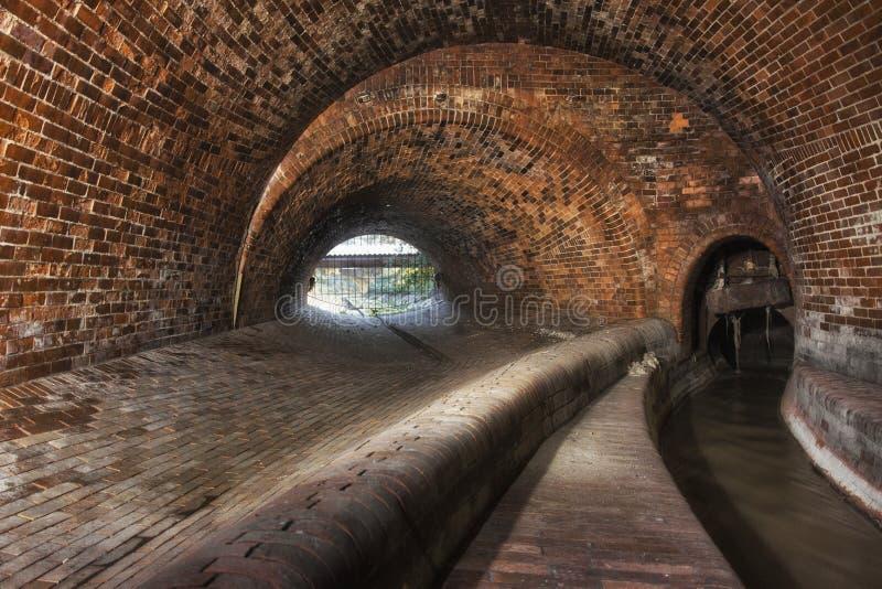 Download Подземная система под городом Стоковое Фото - изображение: 104192770