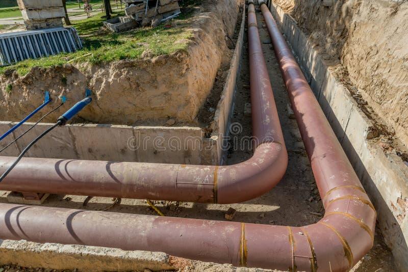 Подземная установка трубы Класть или замена подземных труб Сталь, гигант стоковая фотография rf