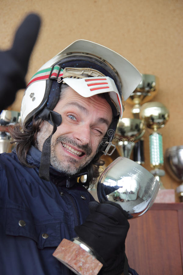 подмигивать motorcyclist камеры стоковое фото
