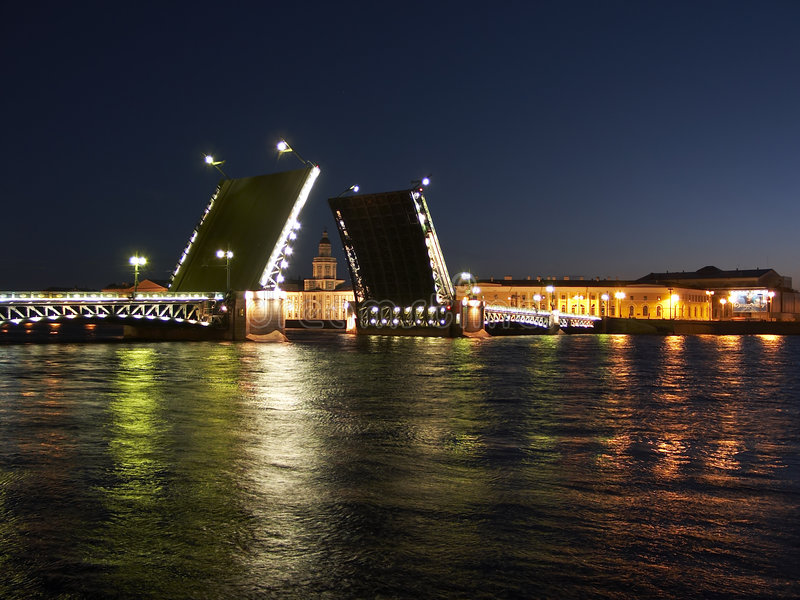 поднимать дворца моста стоковое изображение