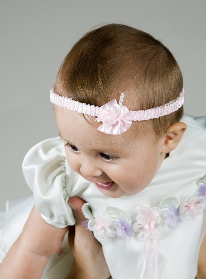 поднимать младенца стоковое изображение