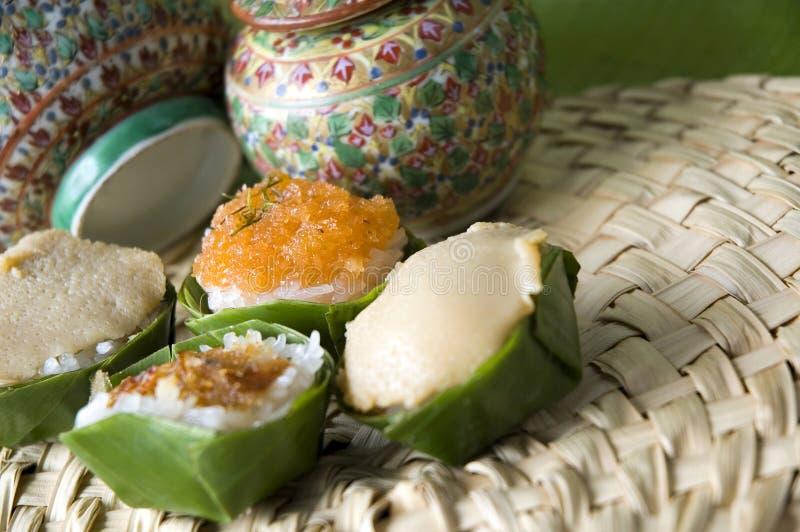 поднимающее вверх близкого десерта тайское стоковое изображение