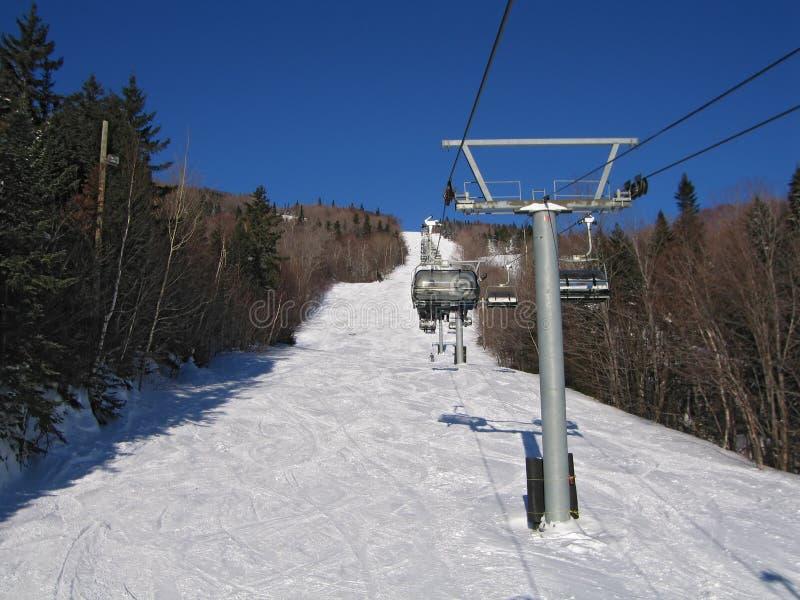Download поднимите лыжу стоковое изображение. изображение насчитывающей слалом - 600409