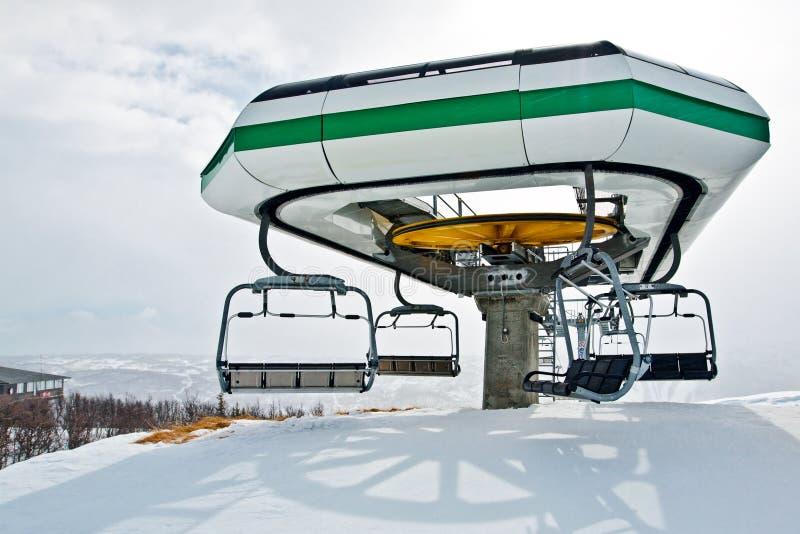 поднимите станцию лыжи стоковая фотография