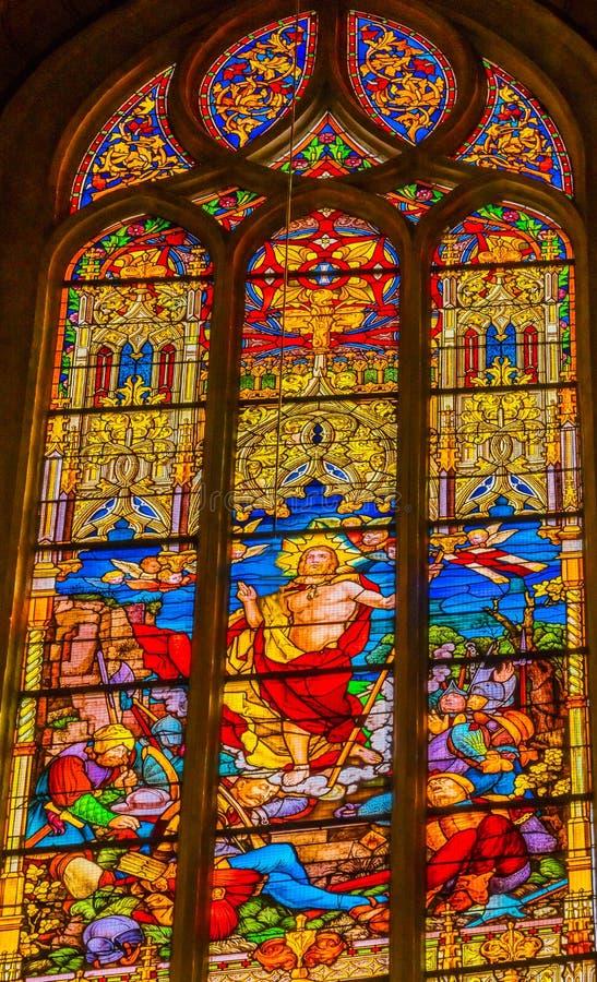 Поднятое цветное стекло Иисуса вся церковь Schlosskirche Witten Святых стоковое изображение rf