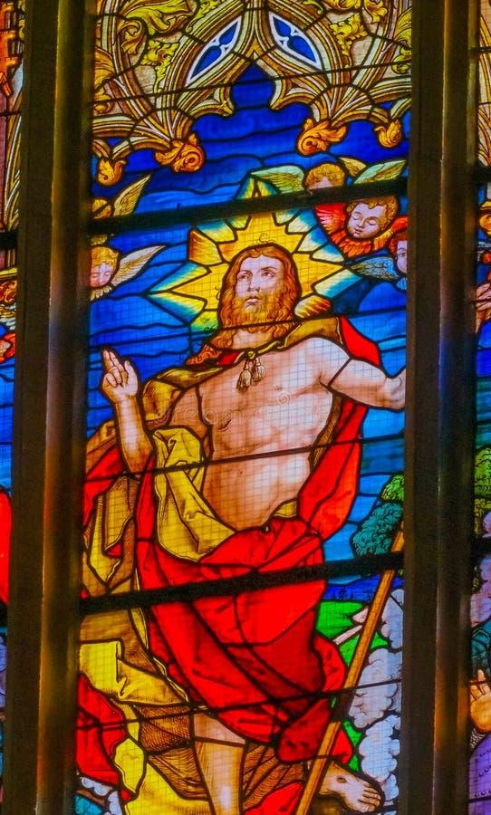 Поднятое цветное стекло Иисуса вся церковь Schlosskirche Witten Святых стоковые изображения rf