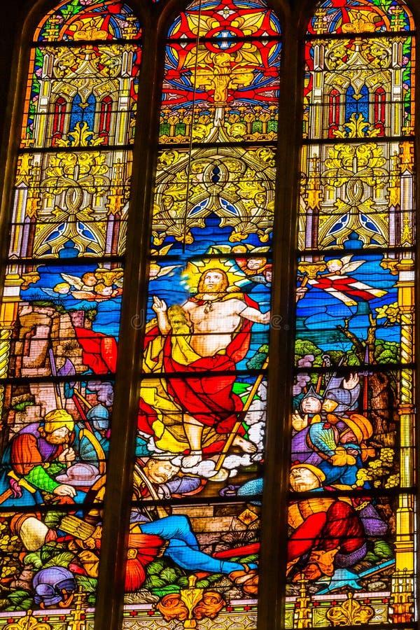 Поднятое цветное стекло Иисуса вся церковь Schlosskirche Witten Святых стоковое фото rf