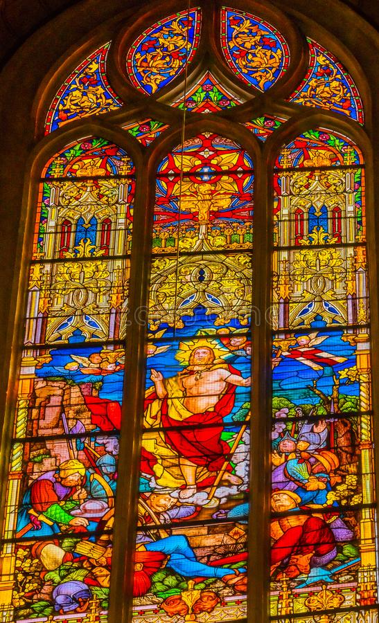 Поднятое цветное стекло Иисуса вся церковь Schlosskirche Witten Святых стоковая фотография