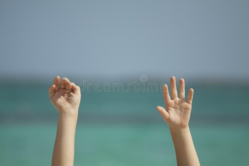 поднятые руки стоковое изображение rf
