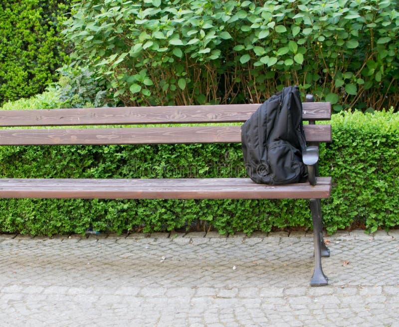Подозрительная сумка рюкзака или угрозы стоковое фото rf