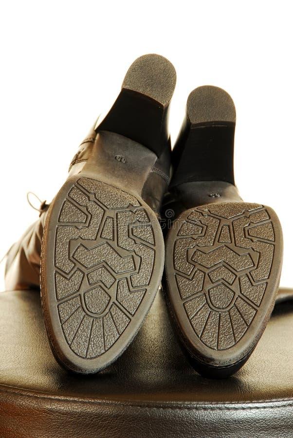 Подошвы шикарных черных ботинок стоковое фото rf