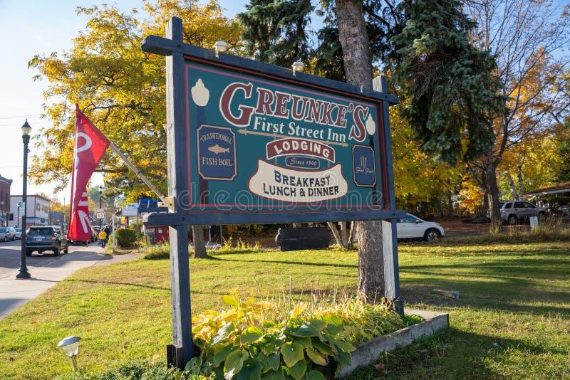 Подпишитесь на Greunkes First Street Inn, знаменитый и популярный ресторан и отель в небольшом отеле стоковые изображения