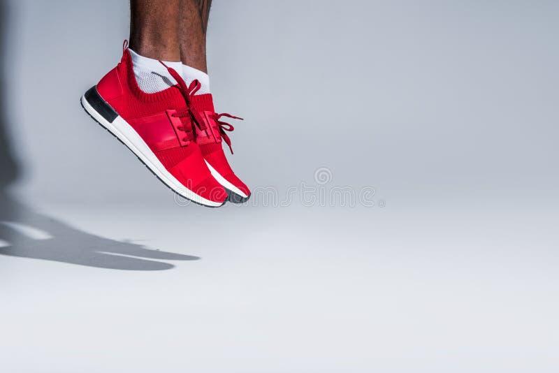 подрезанная съемка молодого Афро-американского спортсмена стоковое изображение rf