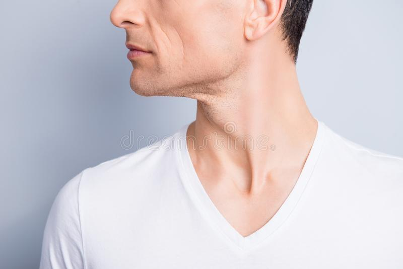 Подрезанный, близкий поднимающий вверх профиль, портрет стороны взгляда со стороны половинный тенденции стоковая фотография