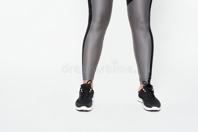 Подрезанный взгляд sportive женщины стоковые фото