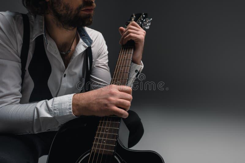 подрезанный музыкант fo съемки стоковое изображение rf