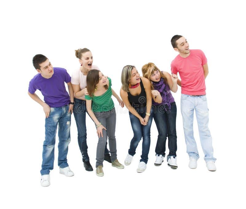 подростки группы смеясь над стоковая фотография rf