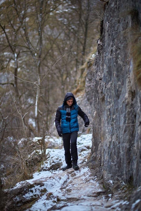 Подросток в зиме стоковая фотография rf