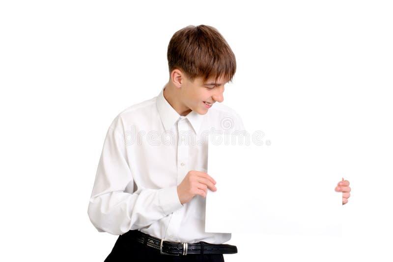 Подросток с пустой бумагой стоковое фото