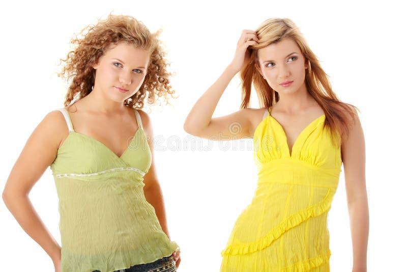 подруги предназначенные для подростков 2 стоковая фотография