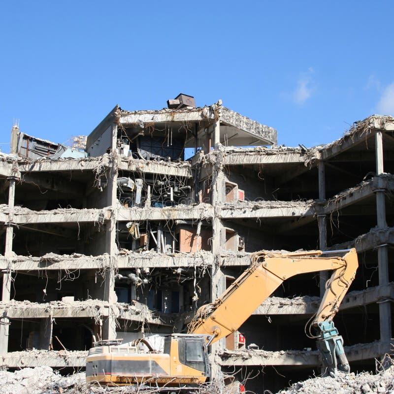 подрывание здания вниз стоковые фотографии rf