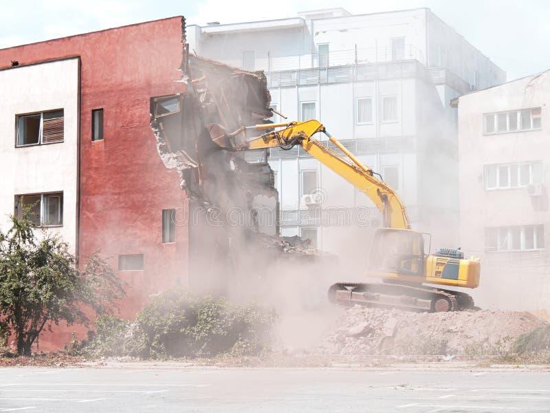 подрывание здания старое стоковое изображение