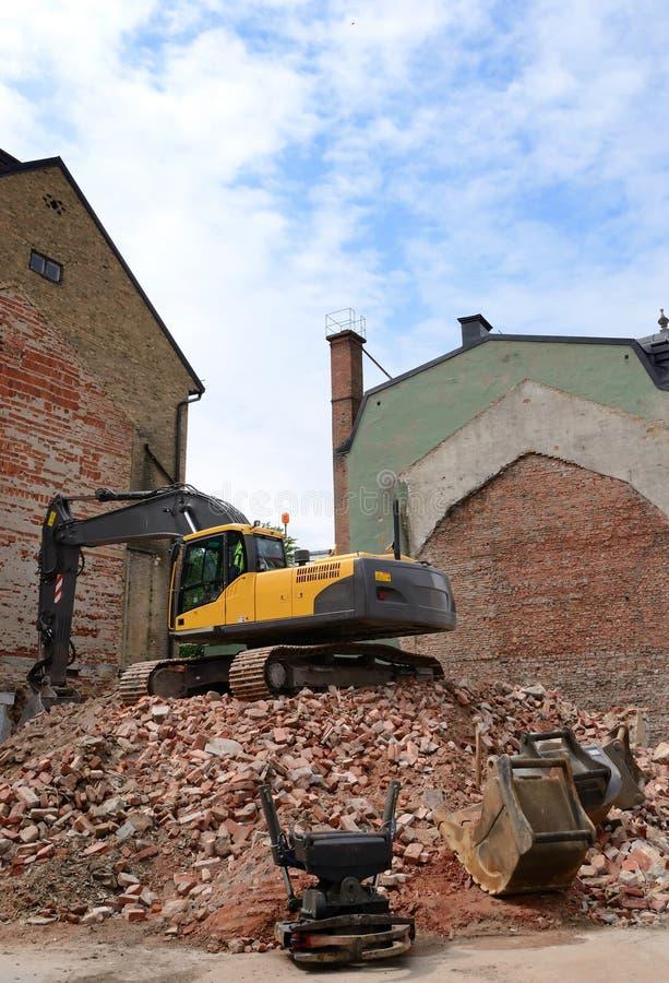 Подрывание старой дома города стоковая фотография rf