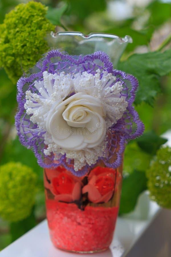 Подсвечник, подсвечник с цветком, оформлением стоковое изображение