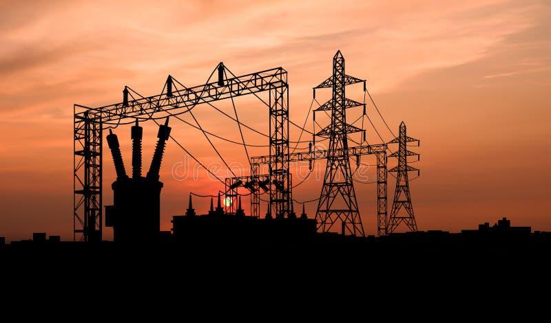 Подстанция электричества на драматическом небе стоковые изображения rf