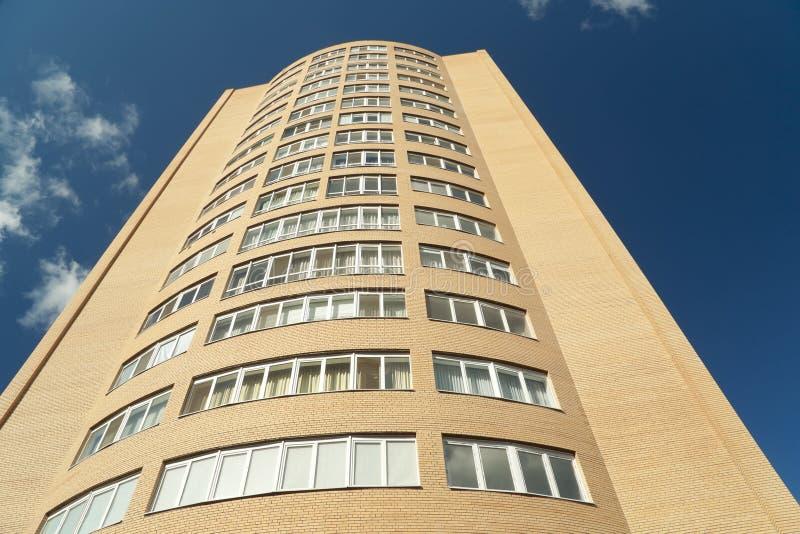 подъем жилого дома высокий стоковые фотографии rf