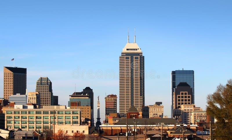 подъем зданий к центру города высокий стоковое фото rf