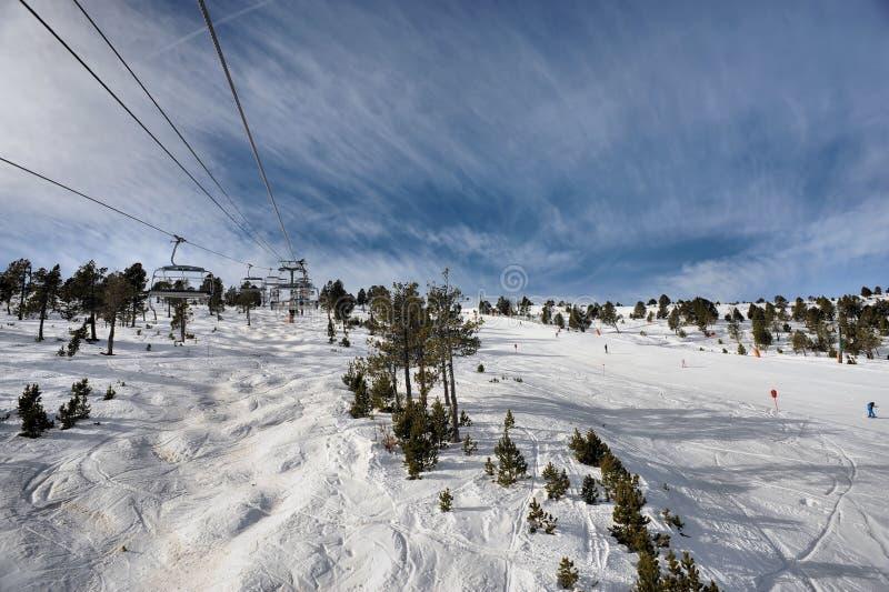 Подъем лыжи веревочки - Vallnord, княжество Андорры, Европы стоковая фотография rf