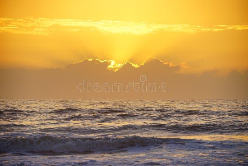 подъем солнца пляжа стоковые изображения rf