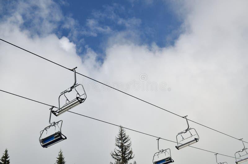 подъем стулов Австралии alpes высокий mayrhofen лыжа горы snowcovered стоковые изображения rf
