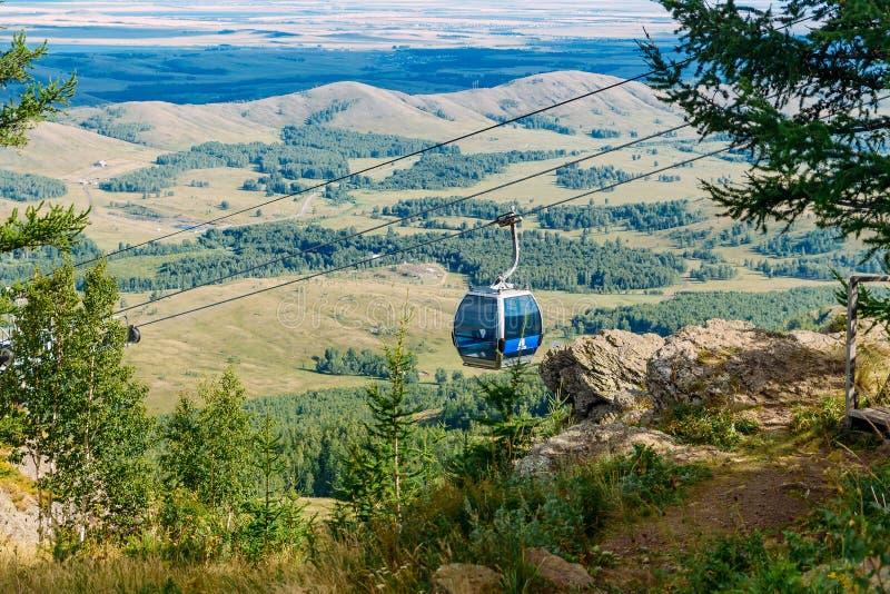 Подъём кабины в горах стоковые изображения rf