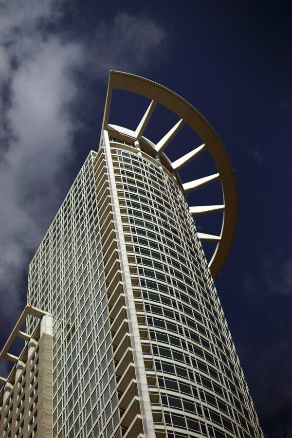 Под башней Франкфуртом Westend взгляда стоковые изображения